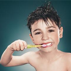 """Odontologia  Atendimento odontológico preventivo e de reabilitação, incluídas as doenças que apresentam fatores de risco evitáveis, ligados ao modo de vida, doenças sistêmicas e infectocontagiosas. Nas ações:Sorriso para Todos; Canal sem dor; Sorriso Bonito; Implante seu Sorriso; Cirurgia Bucal; Periodontia e a """"Ação Um Sorriso Itinerante"""" são desenvolvidas as diversas especialidades."""